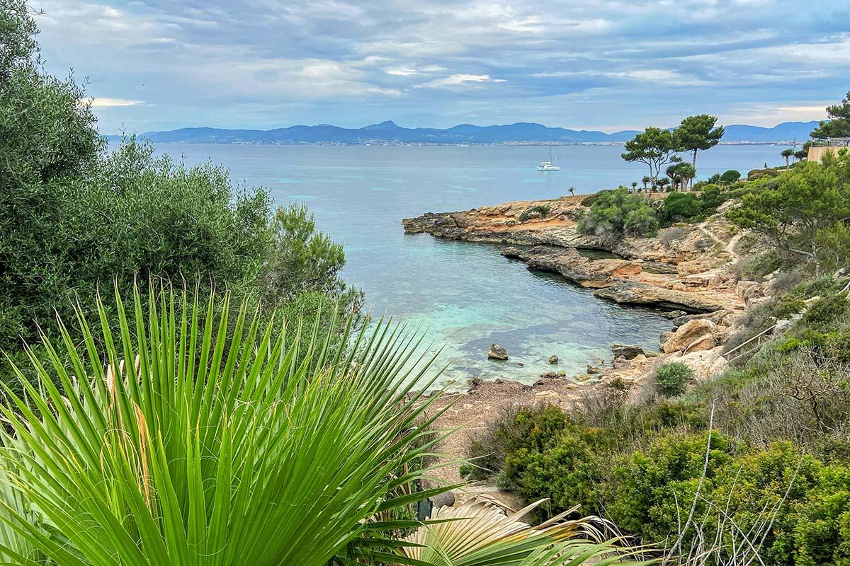 Der kleine Strand Cala Blava auf Mallorca