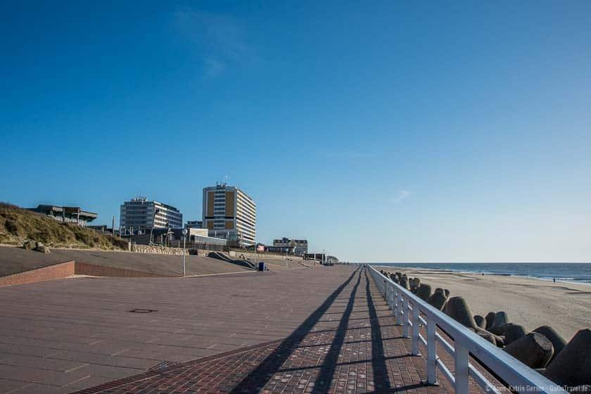 Corona macht es möglich: die Strandpromenade in Westerland ist menschenleer