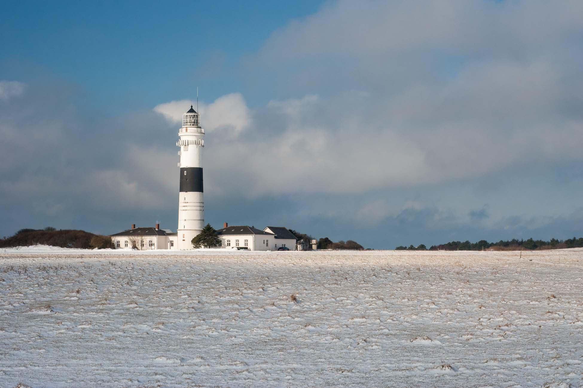 Sylt im Winter mit Schnee Kampen Leuchtturm
