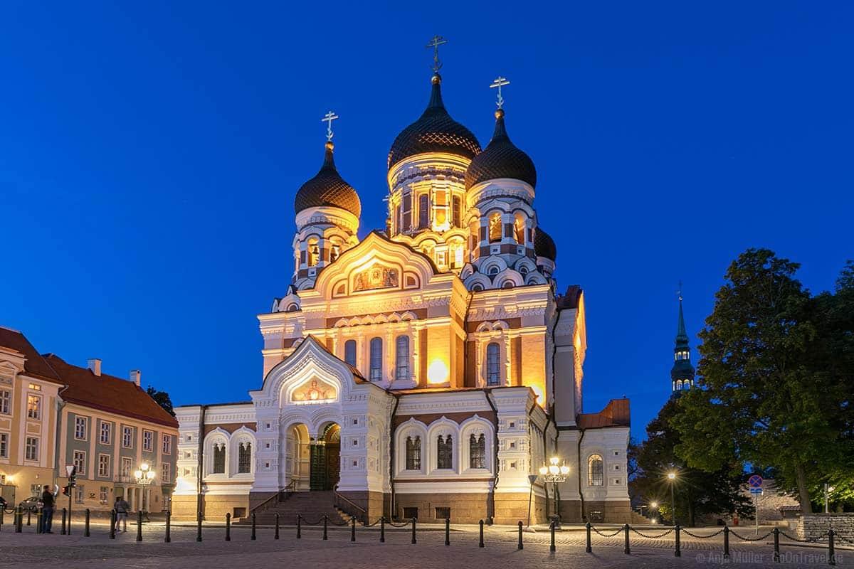 Die Alexander-Newski-Kathedrale am Abend