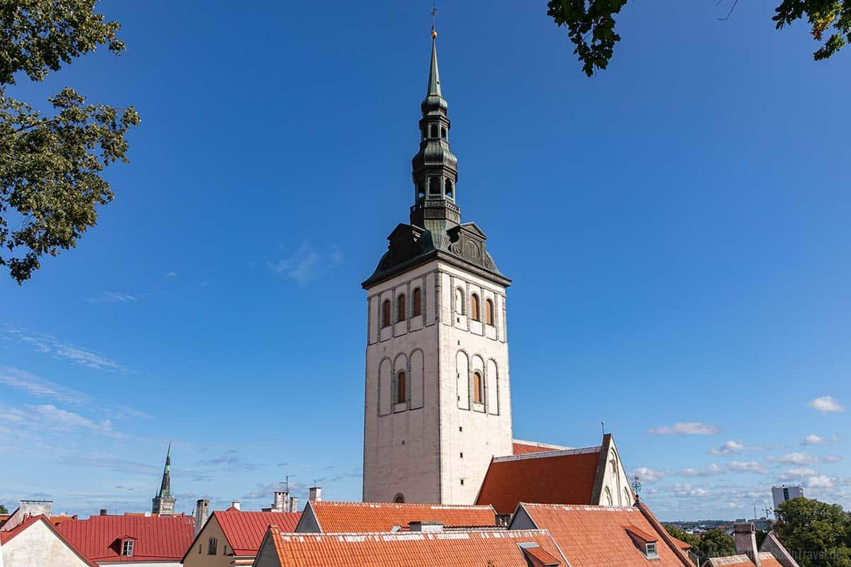 Der Kirchturm der St. Nikolaikirche