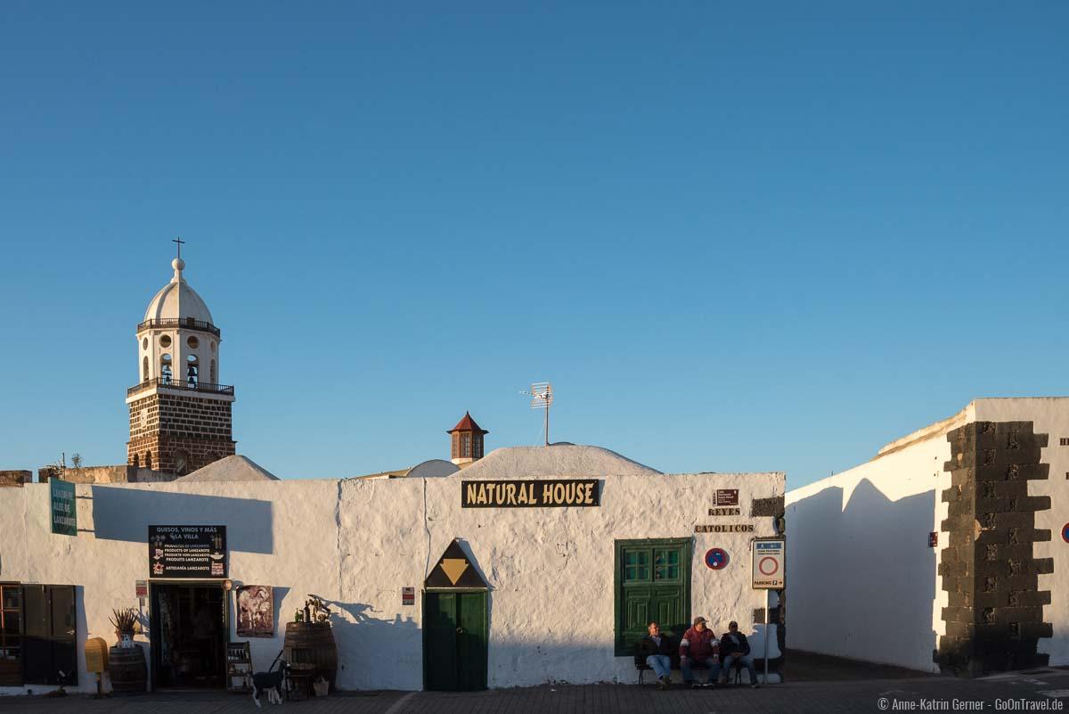 Rund um die Kirche Nuestra Señora de Guadalupe findet jeden Sonntag der beliebte Markt von Teguise statt