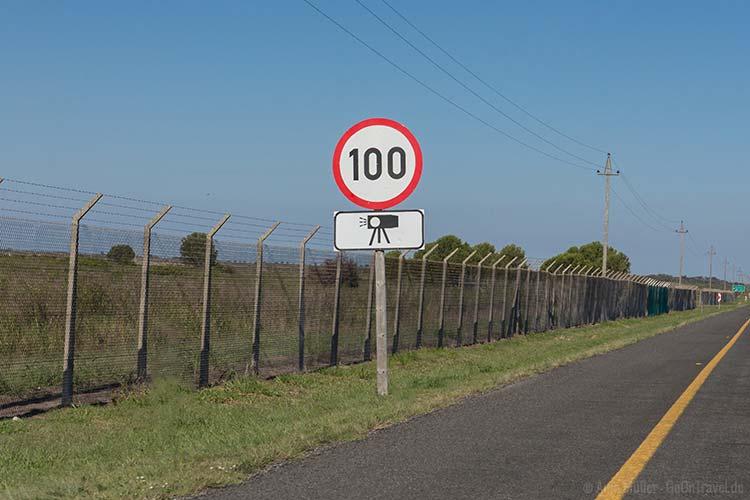 Auto fahren in Südafrika: das Tempolimit auf Schnellstraßen liegt in der Regel immer bei 100km/h