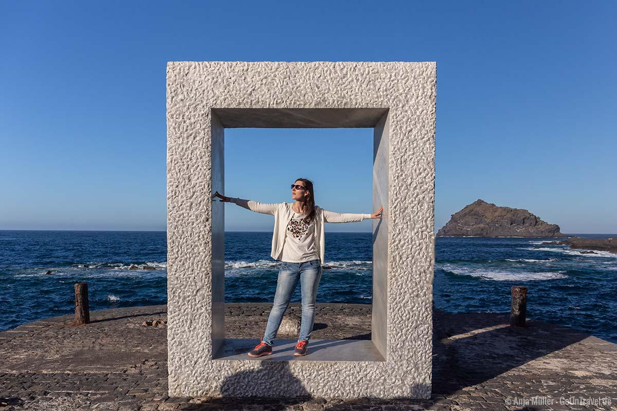 Die Frame Skulptur auf dem Pier in Garachico