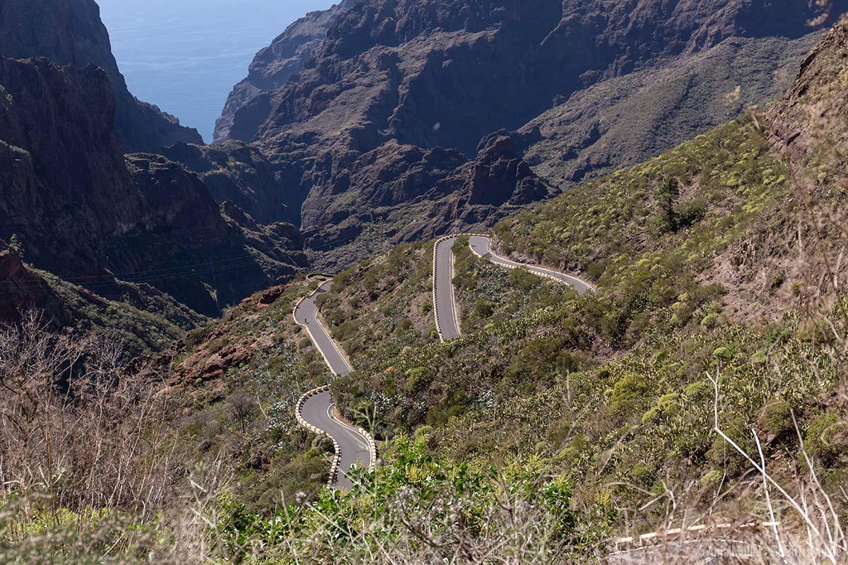 Kurvenreiche Straßen im Teno-Gebirge