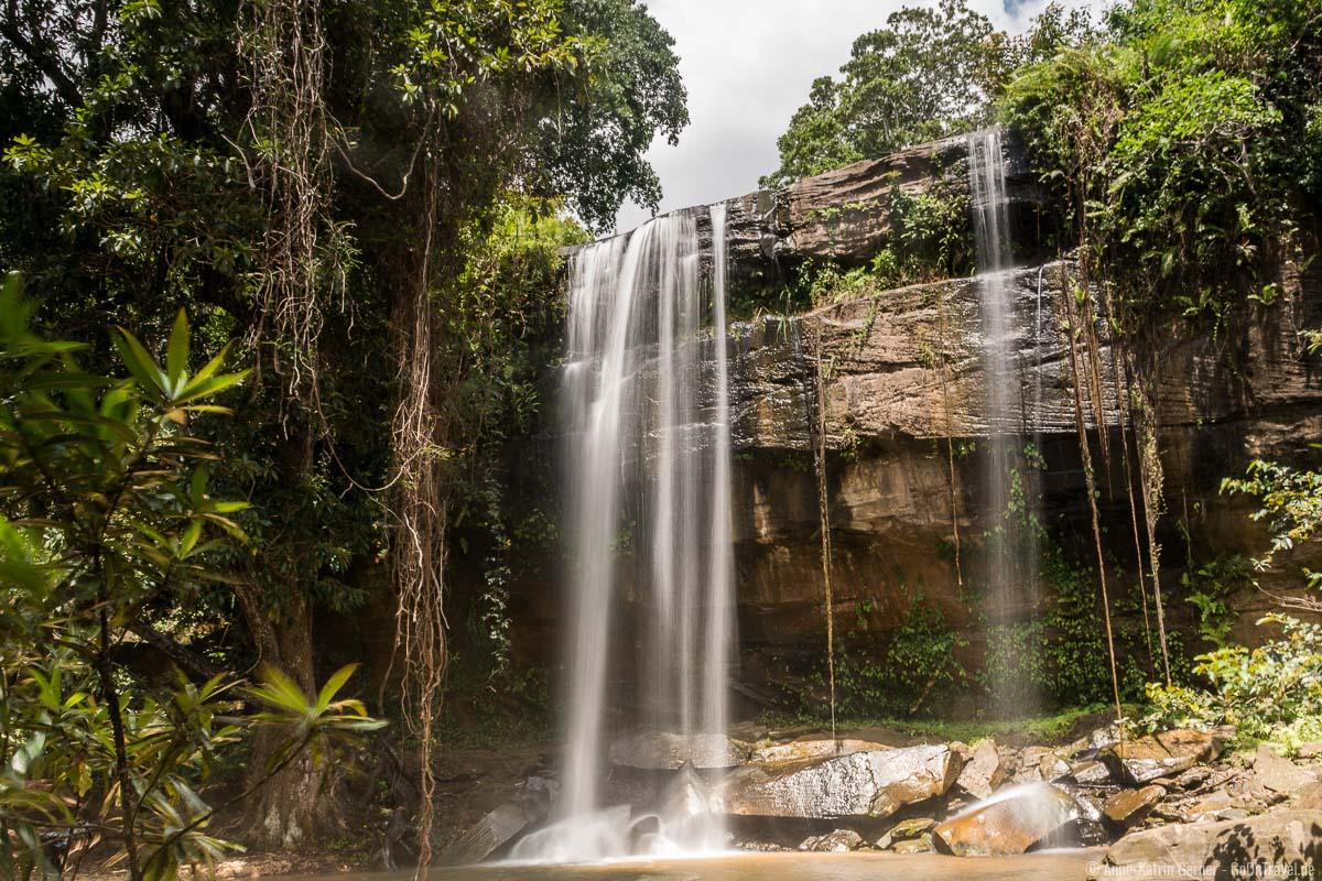 Der Sheldrick Wasserfall lässt sich mit einer geführten Wanderung in Shimba Hills erreichen