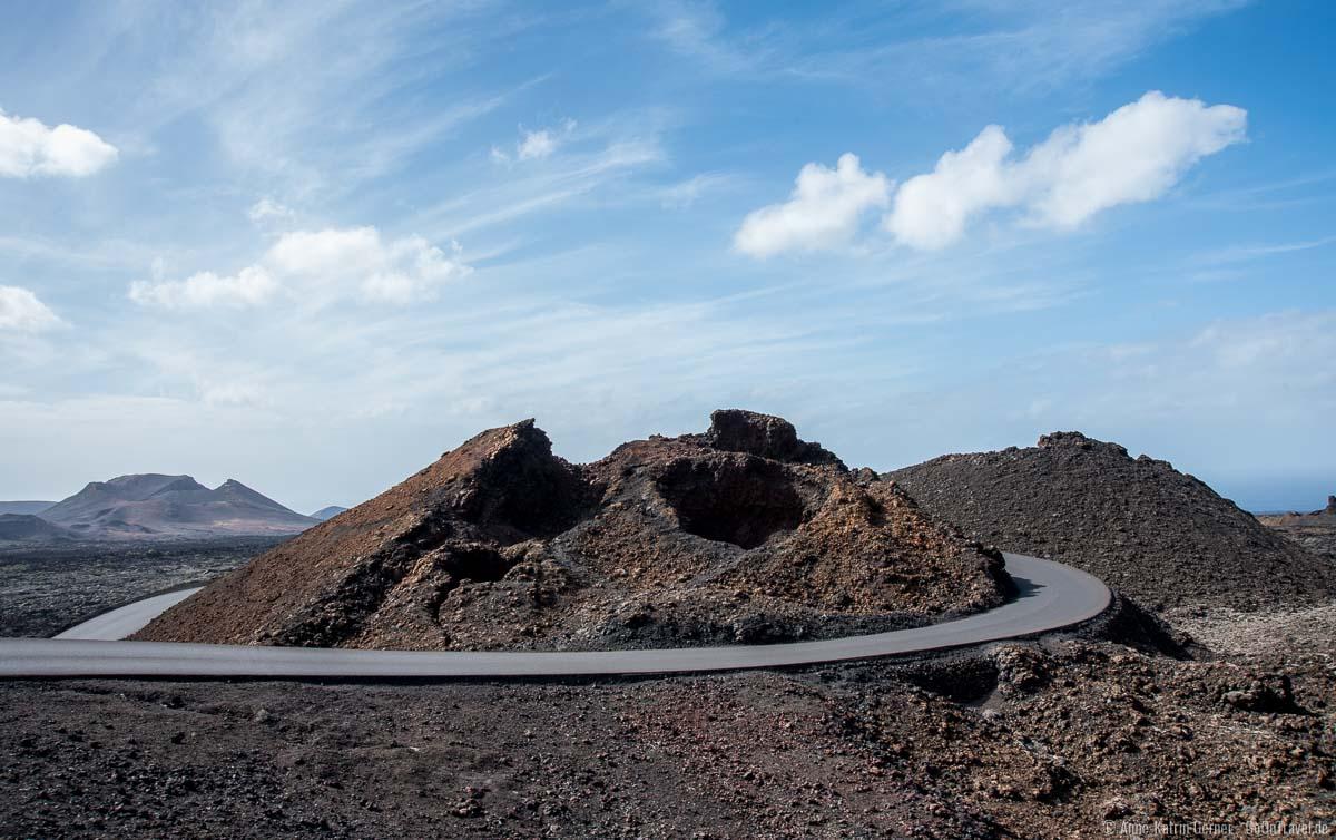 Blick auf die Busroute durch die Vulkanlandschaft