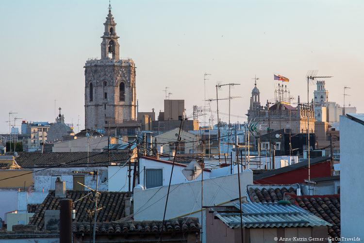 Der Kirchturm der Kathedrale von Valencia vom Torres des Serranos gesehen