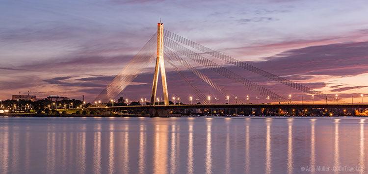 Die Vanšu-Brücke bei Sonnenuntergang
