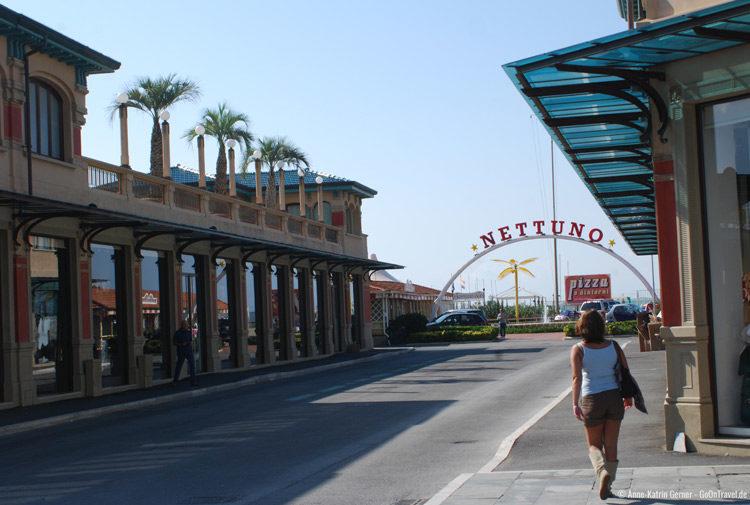An der Strandpromenade von Viareggio