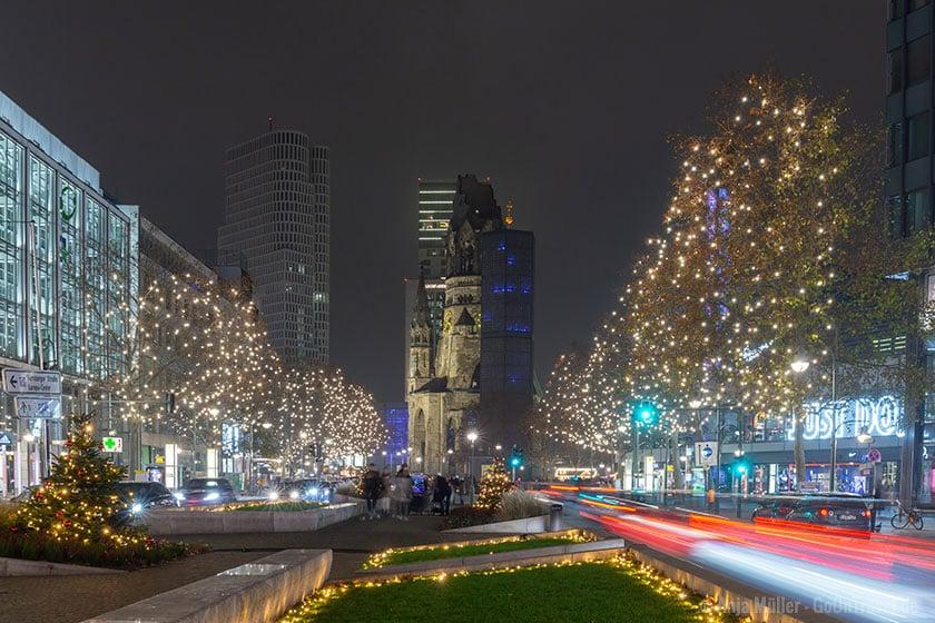 Weihnachtsbeleuchtung mit Blick auf dieGedächtniskirche in Berlin