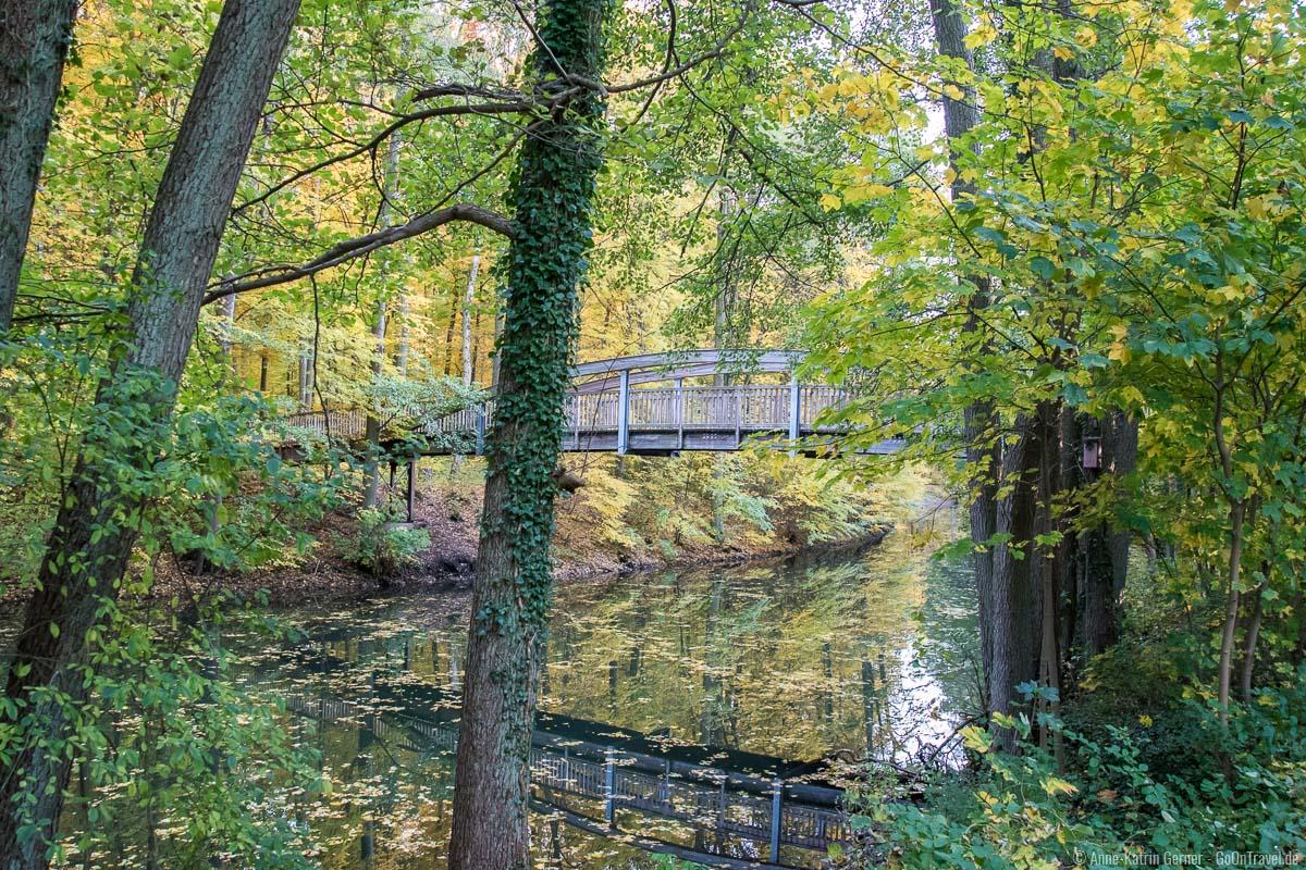 Brücke über den Werbellinkanal im Herbst