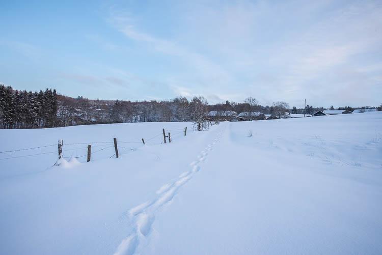 Neuville versinkt im Schnee