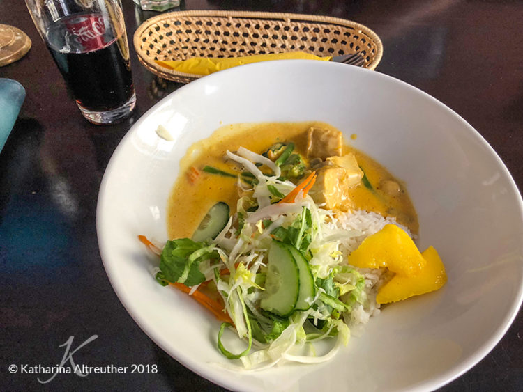 Restauranttipps Berlin: Mangocurry mit Reis im Nem & More