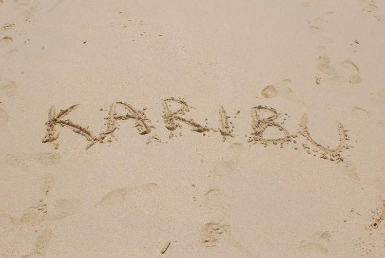 Karibu heißt `Willkommen` (Swahili)