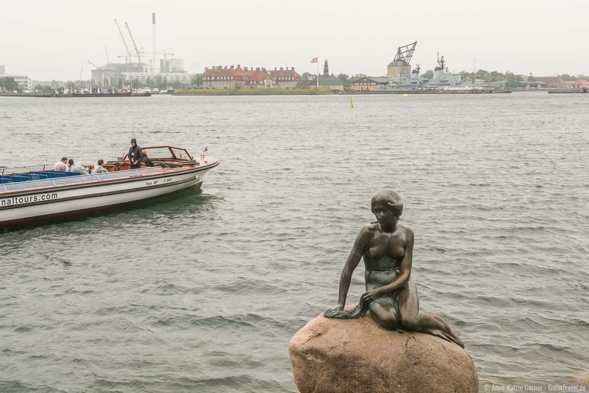 die kleine Meerjungfrau, das Wahrzeichen von Kopenhagen ist gerade bei Regen sehenswert